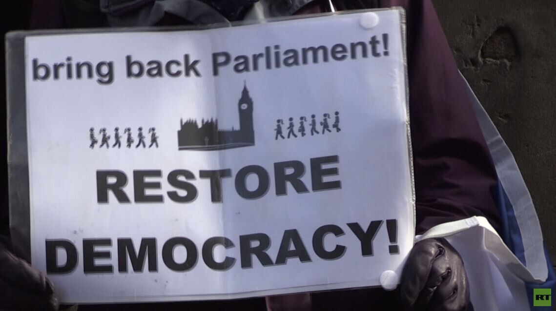 انتقادات لجونسون بعد تعليق عمل البرلمان