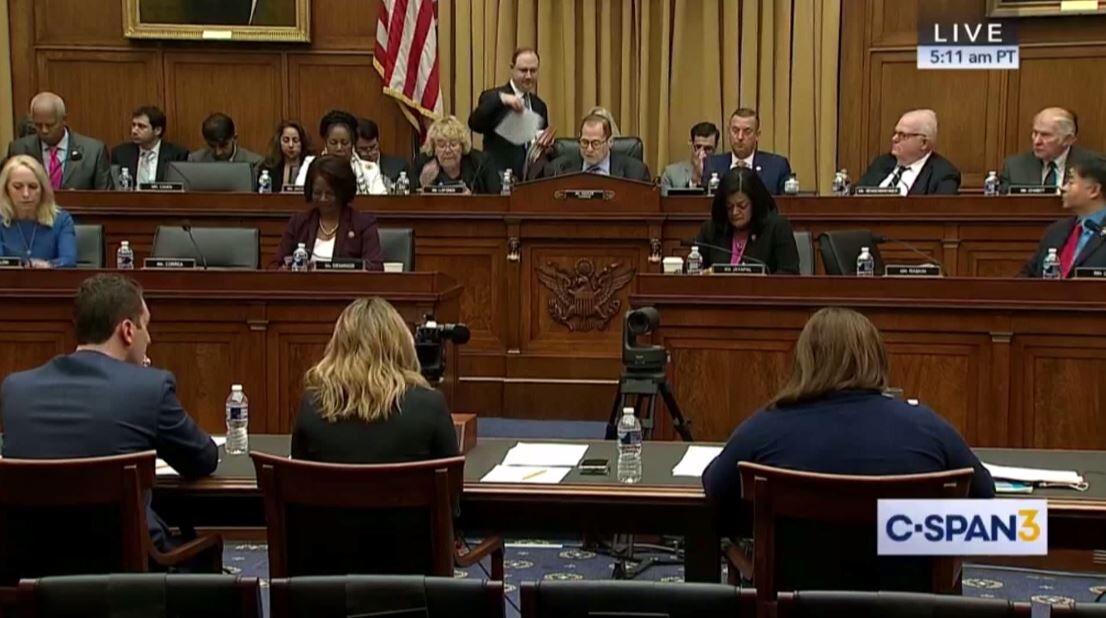 لجنة بالكونغرس تبدأ تحقيقات لعزل ترامب