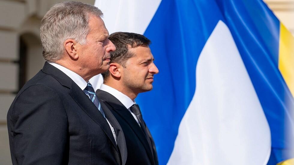 رئيس فنلندا ساولي نيينيستو ونظيره الأوكراني فلاديمير زيلينسكي خلال زيارته إلى كييف في 12 سيتمبر 2019