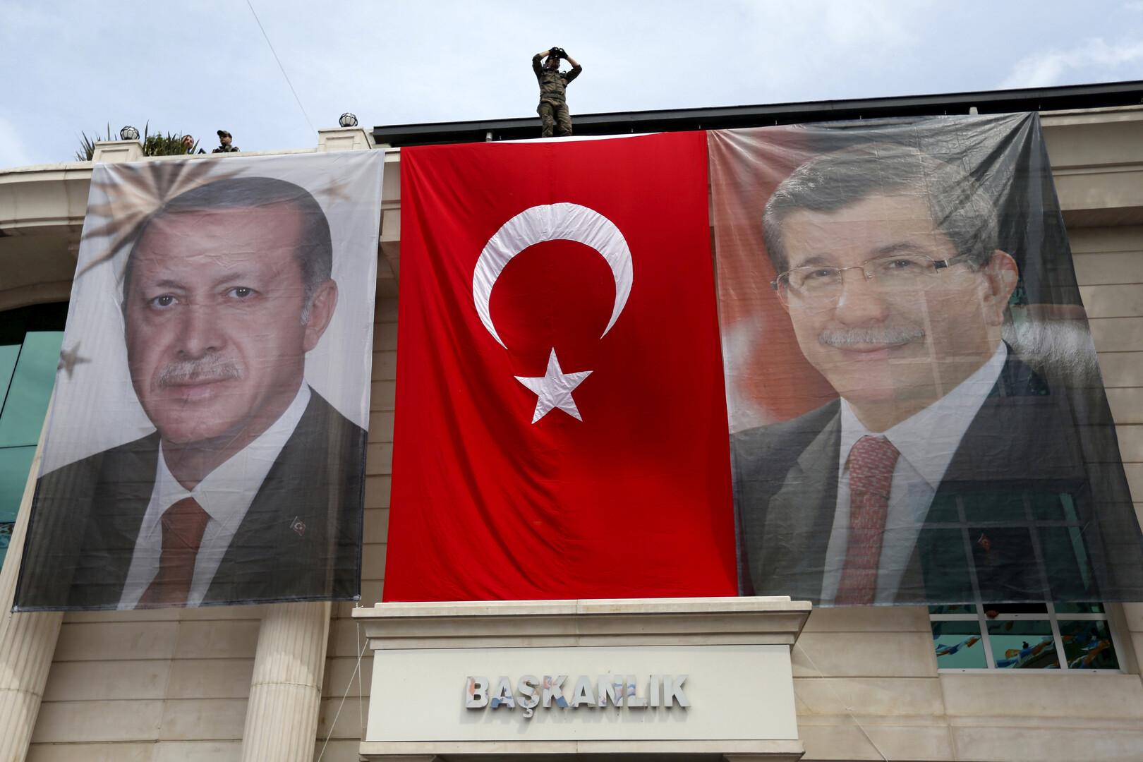 داوود أوغلو ينوي تأسيس حزب جديد في تحد لأردوغان