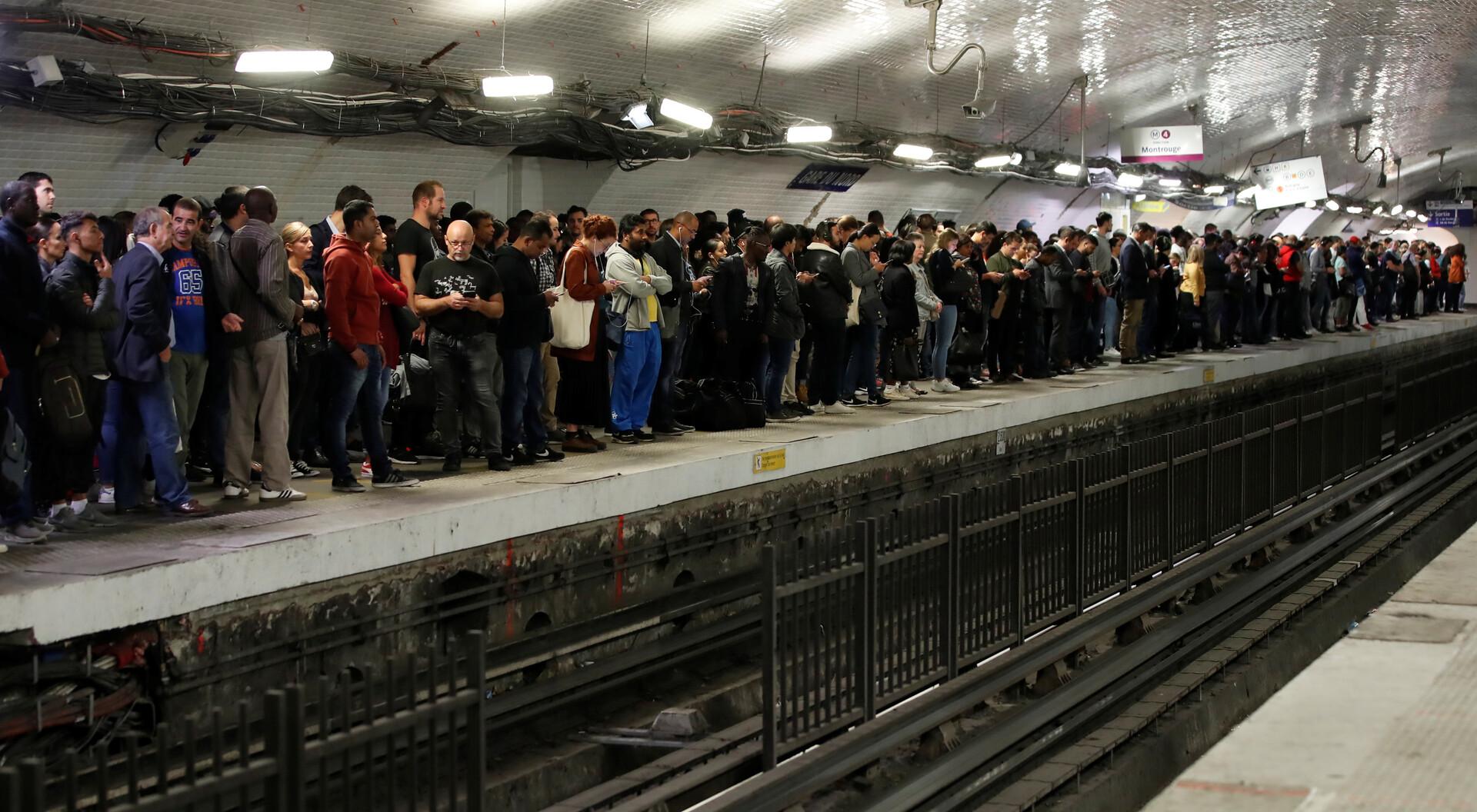 إضراب شامل يشل حركة النقل في باريس احتجاجا على إصلاح نظام التقاعد