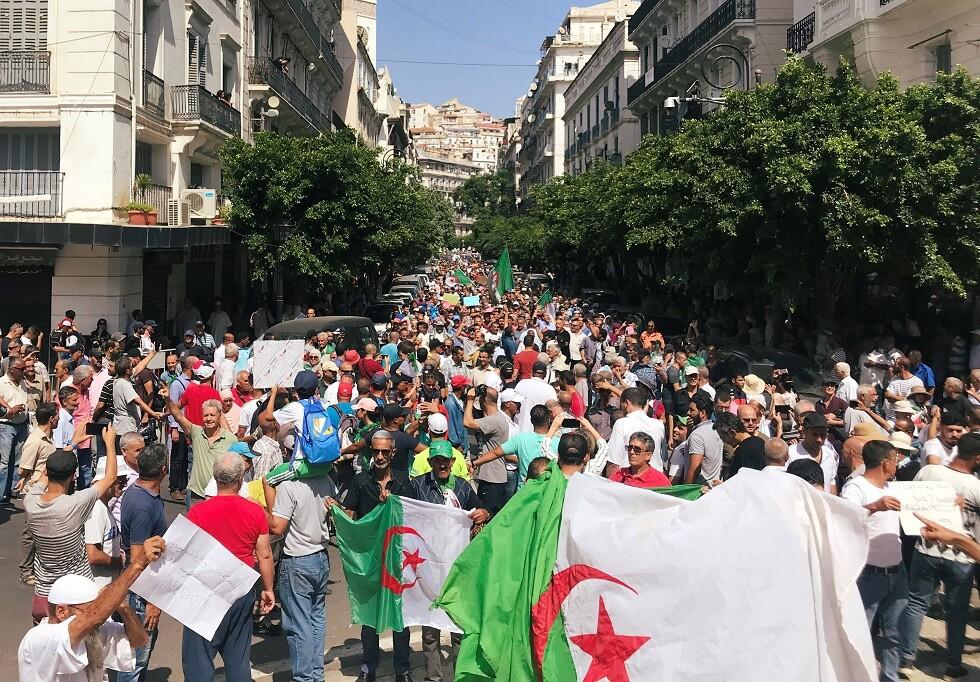 هتافات معادية لقائد الجيش في الأسبوع الـ 30 من احتجاجات الجزائريين (فيديو)