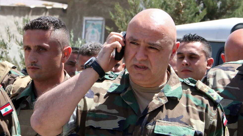 الجيش اللبناني ينشر توضيحا حول صورة تجمع قائده مع