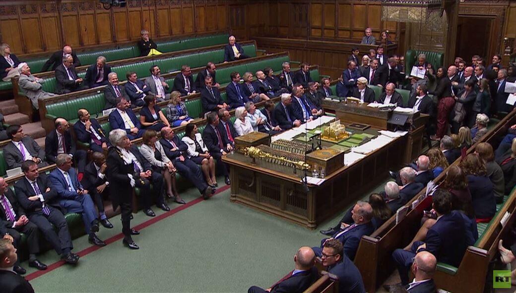 تفاقم الخلاف بين جونسون ورئيس البرلمان البريطاني