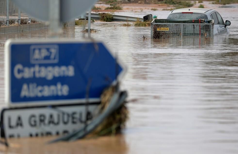 ارتفاع حصيلة قتلى الأمطار الغزيرة في إسبانيا إلى 5 أشخاص