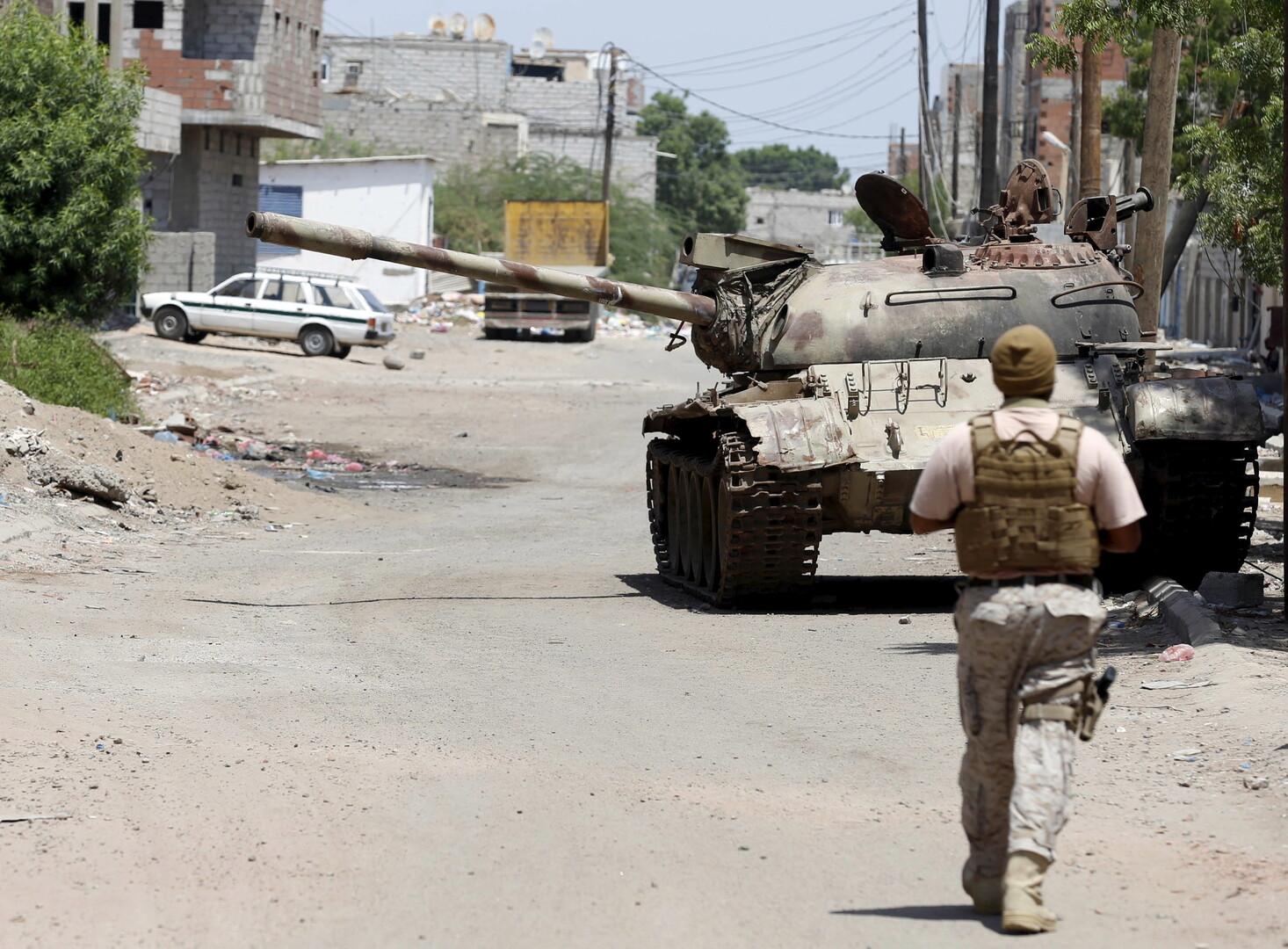 قوات هادي تتهم الحوثيين بقتل 13 مدنيا في الحديدة وتعز