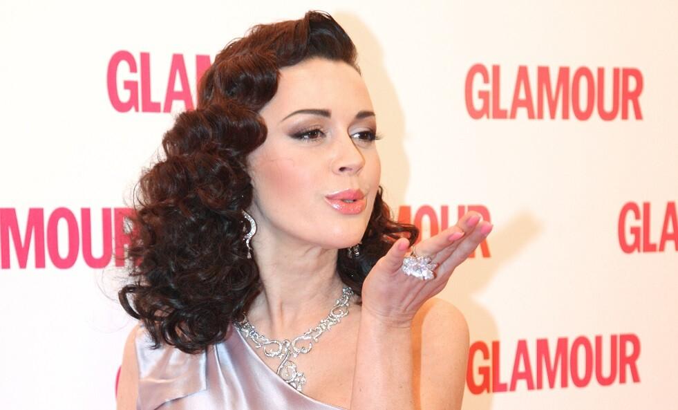 ممثلة روسية حسناء تصارع السرطان.. فهل تتغلب عليه؟
