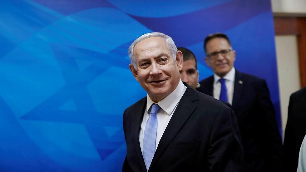 رئيس الوزراء الإسرائيلي بنيامين نتنياهو يتوجه إلى جلسة أسبوعية للحكومة (صورة أرشيفية)