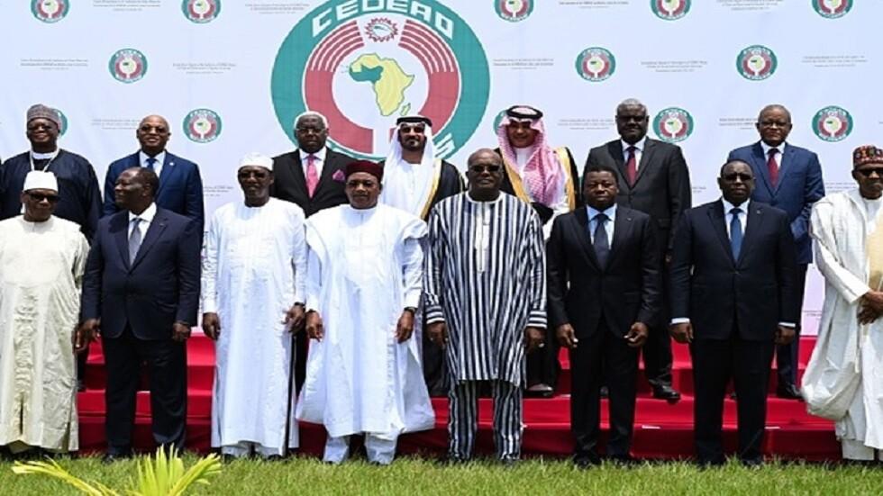 قادة دول غرب إفريقيا يتعهدون بمليار دولار لمكافحة التشدد الإسلامي