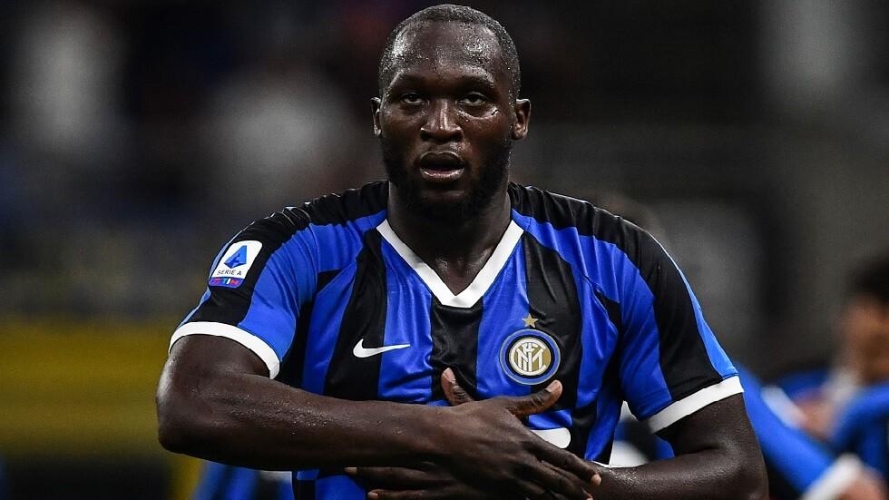 طرد ناقد رياضي من قناة إيطالية بسبب تصريح عنصري ضد لوكاكو (فيديو)