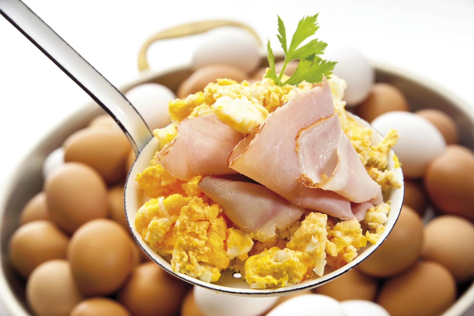 تناول البيض لوحده لا يسبب مشكلات صحية