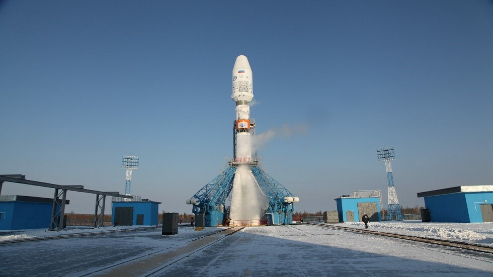 صاروخ  Soyuz-2.1b على منصة الإطلاق