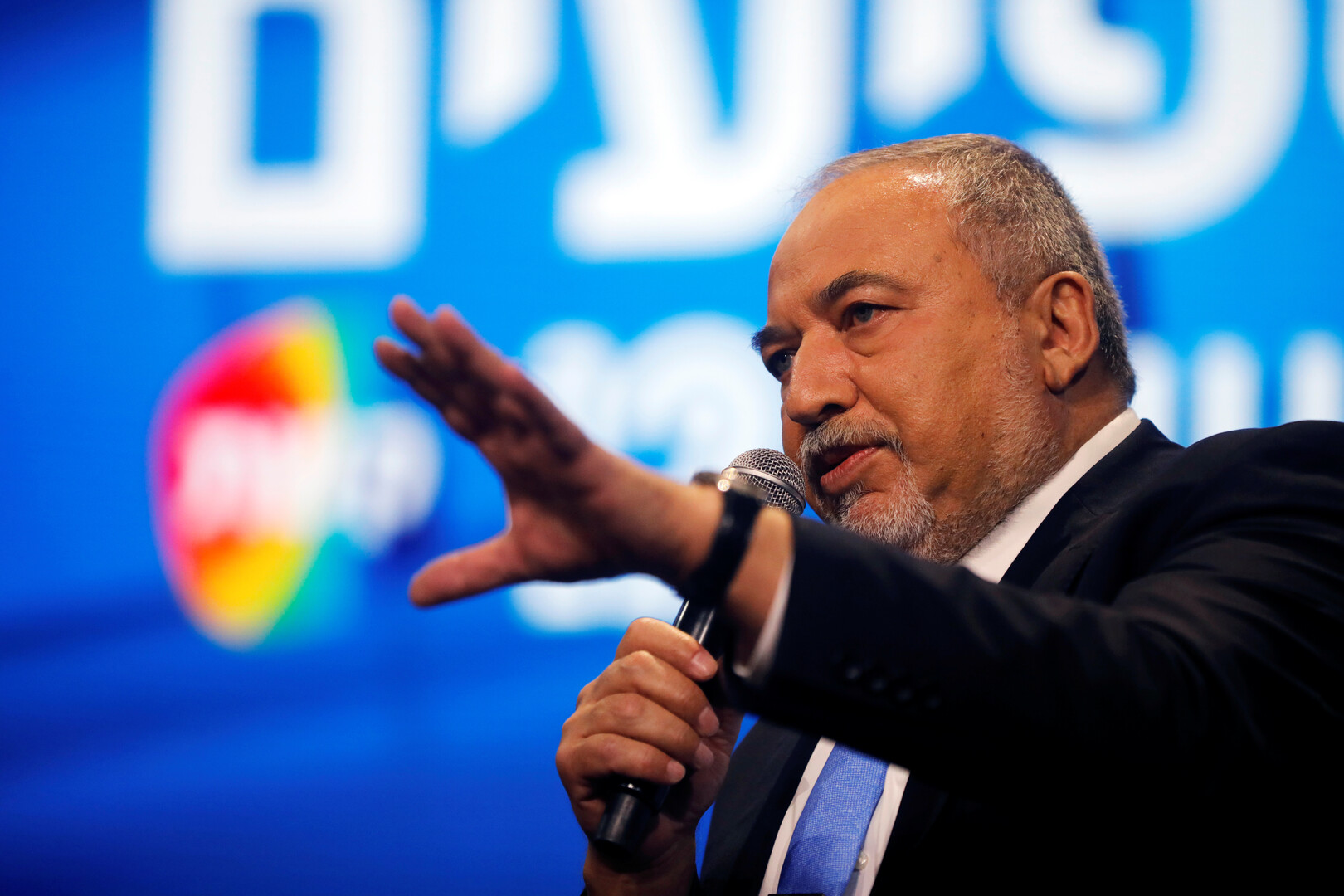 ليبرمان: نحن من سيقرر من يكون رئيس الحكومة الإسرائيلية المقبلة