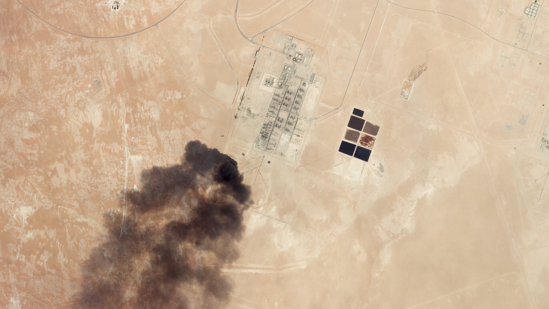 محلل سابق في CIA: السعودية دفعت أموالا طائلة لمعرفة من أين أتت الصواريخ!