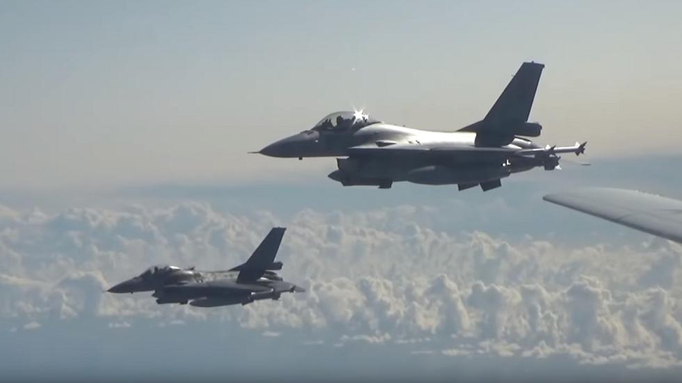 طائرات الناتو ترافق