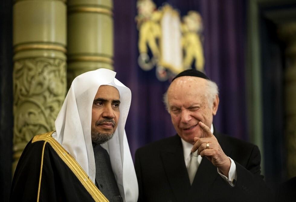 محمد العيسى (يسار) - أرشيف -