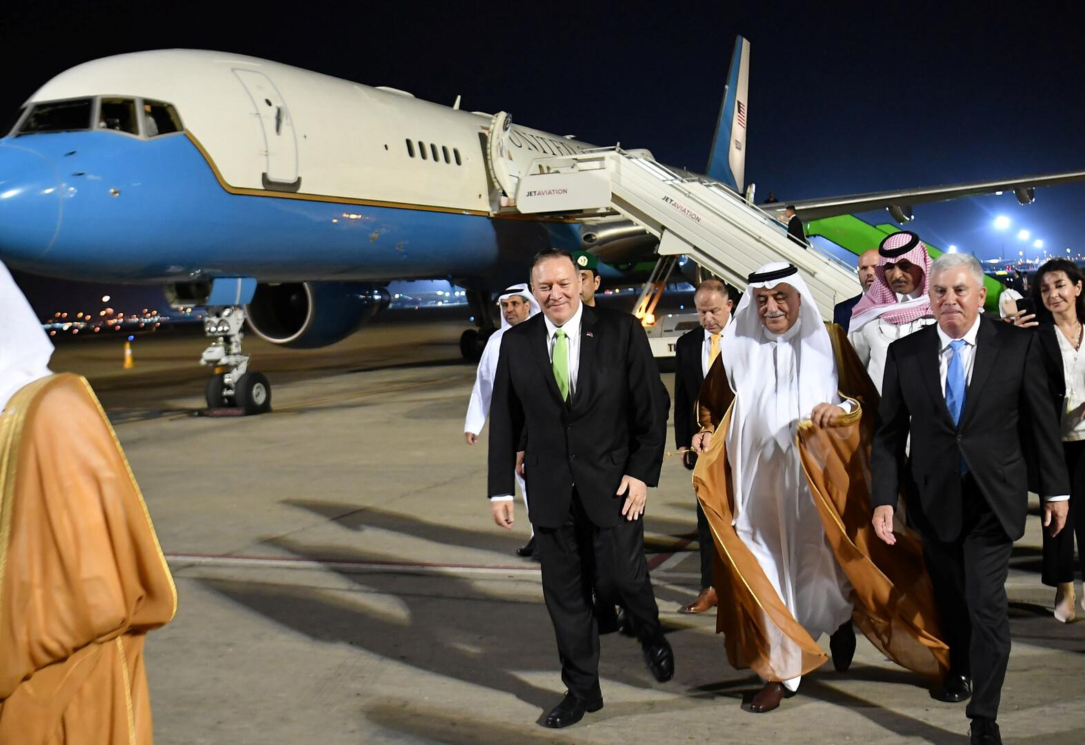 وزير الهارجية الأمريكي مايك بومبيو يصل إلى مطار الملك عبد العزيز الدولي بجدة