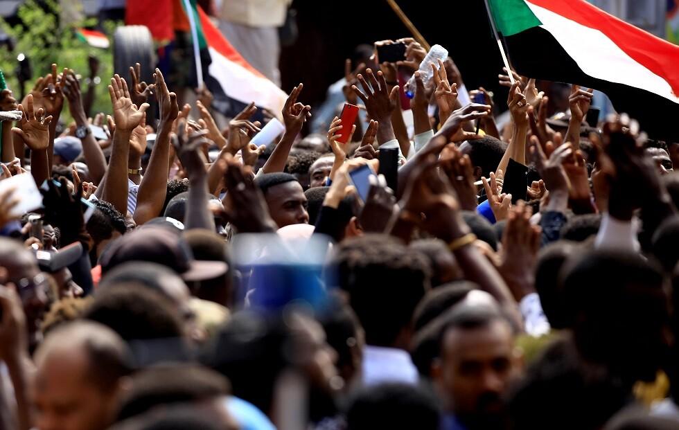 متظاهرون سودانيون - أرشيف -