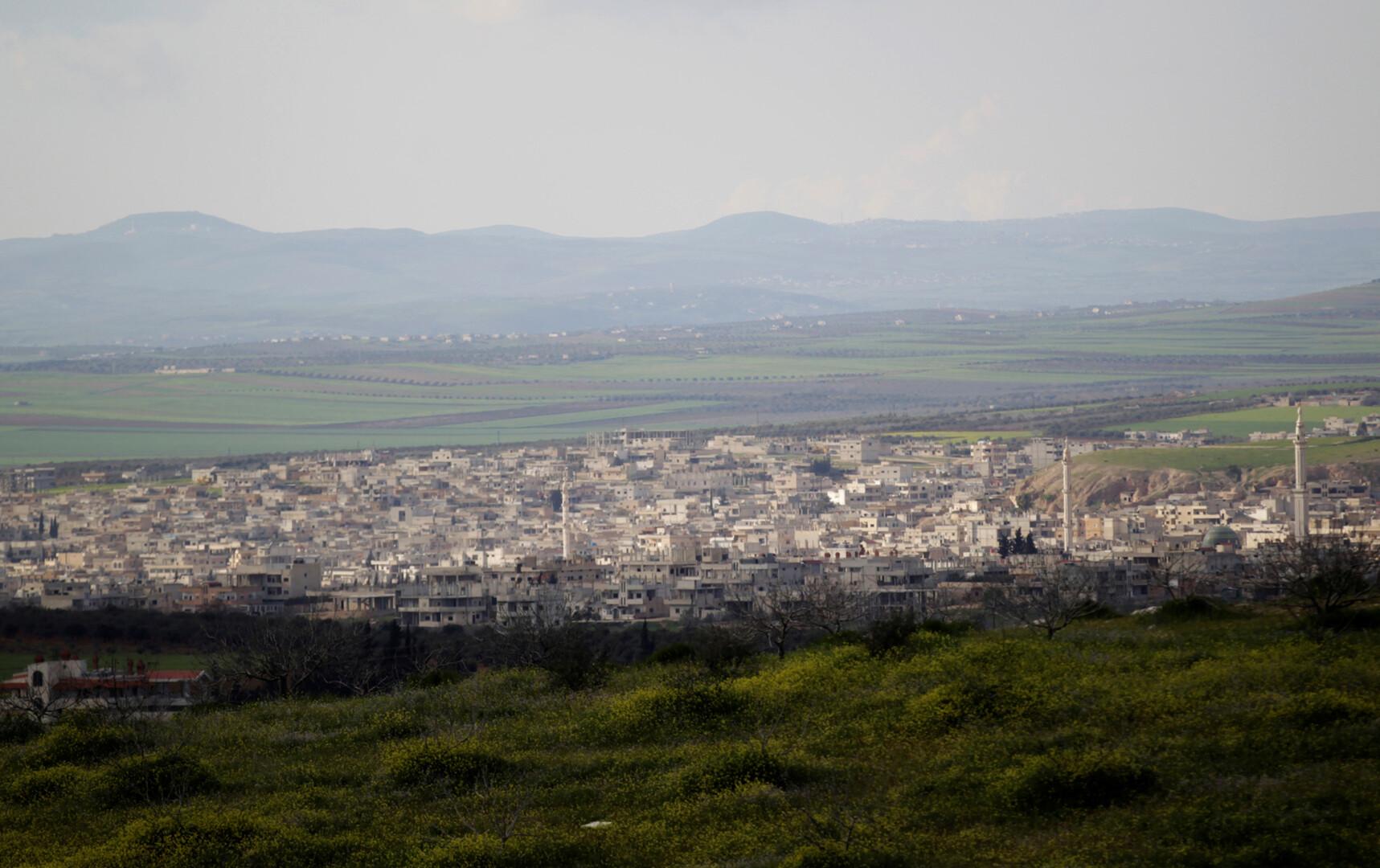 مصدر عسكري لـRT: فصائل مسلحة تستهدف بالقذائف محيط ممر أبو الظهور لمنع خروج المدنيين من إدلب -