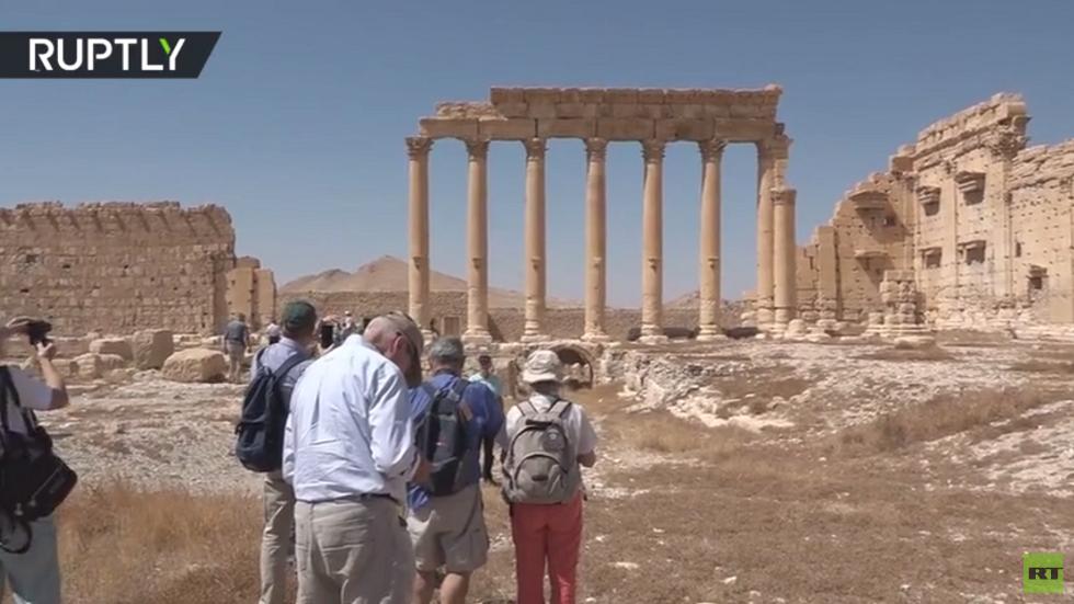 أفواج سياحية غربية تنعش آثار تدمر السورية