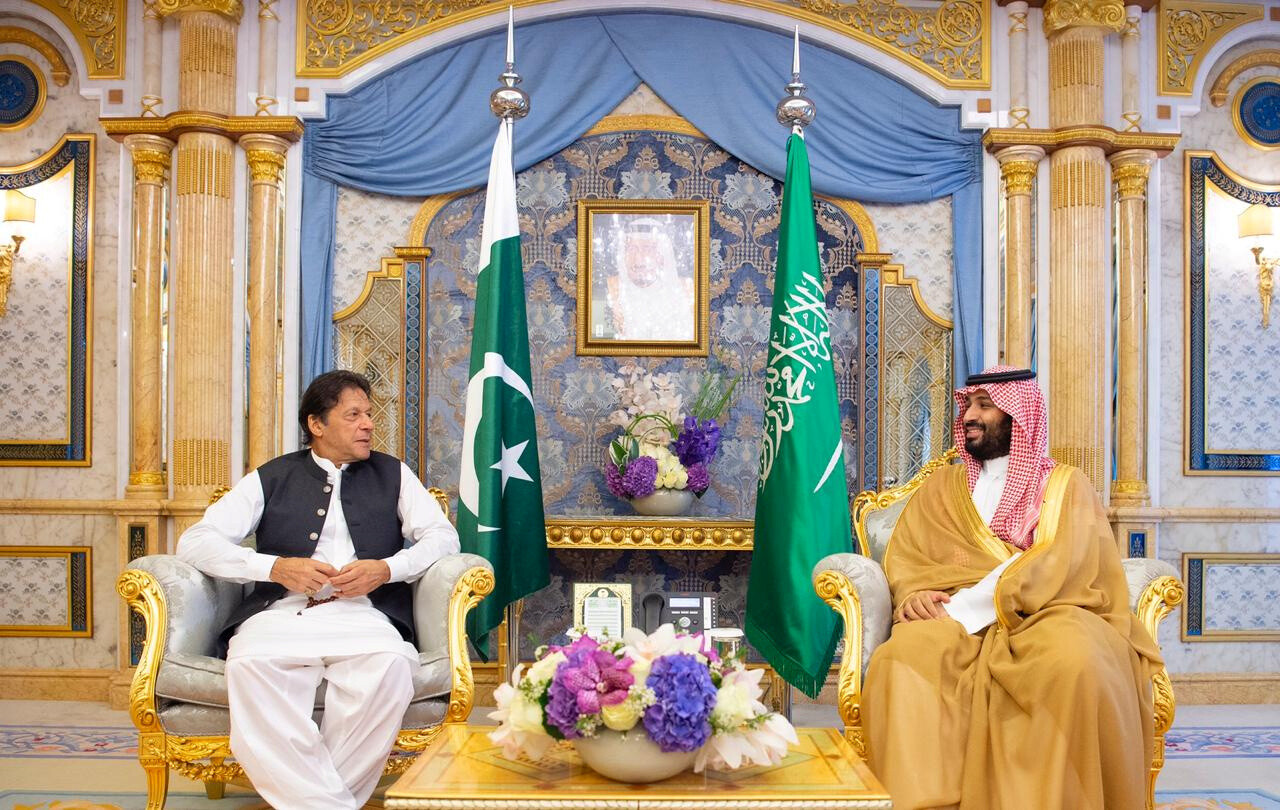 بن سلمان يلتقي خان في جدة