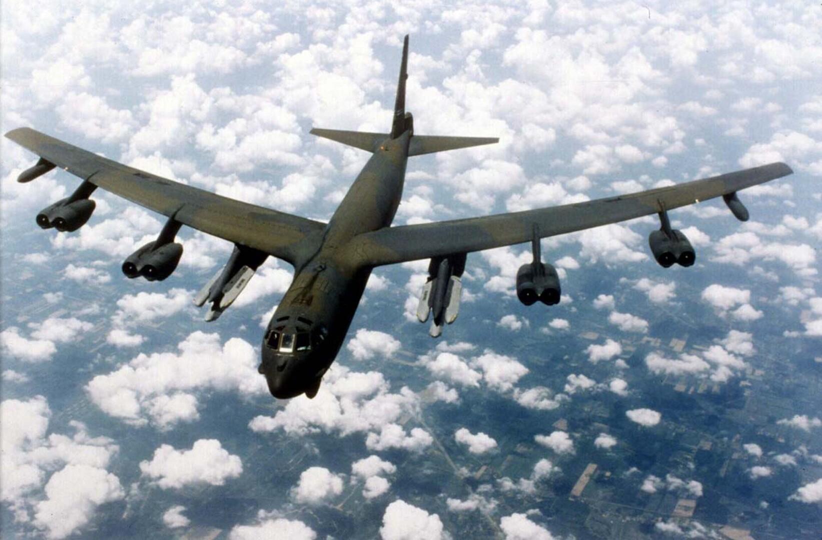 قاذفات استراتيجية أمريكية تتدرب على  توجيه ضربات للأراضي الروسية!