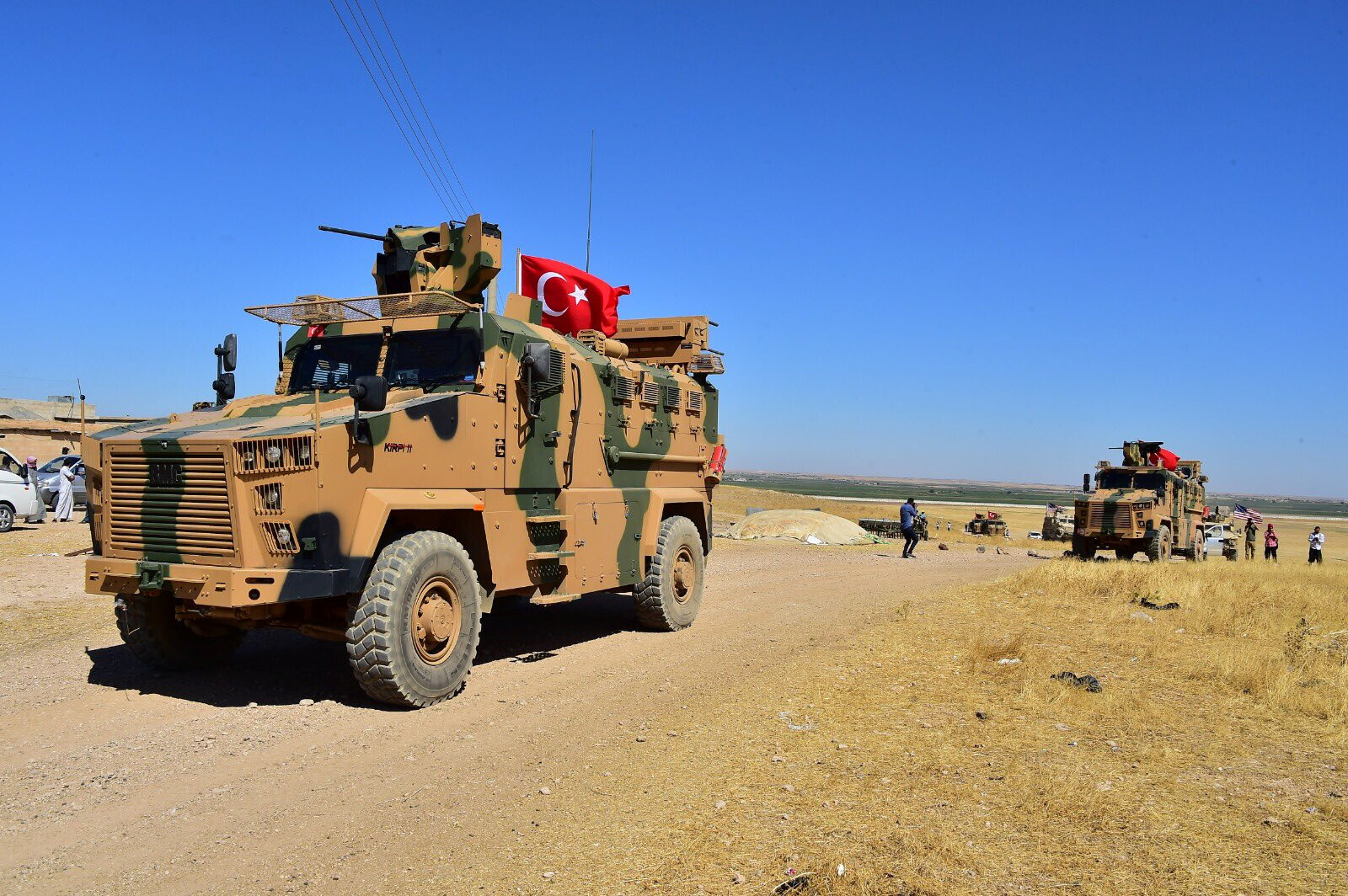 مصادر أمنية: تركيا أرسلت أطباء إلى مناطق على الحدود مع سوريا وألغت الإجازات