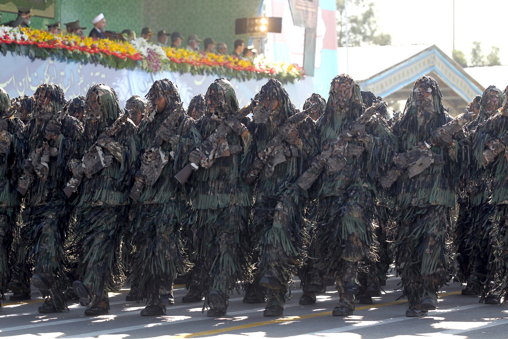 إيران .. عروض عسكرية في مختلف أنحاء البلاد