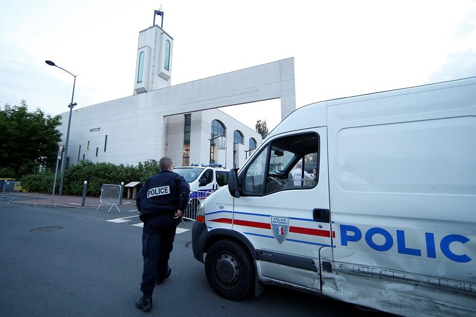 إصابة رجل حاول اقتحام مسجد بسيارته في فرنسا