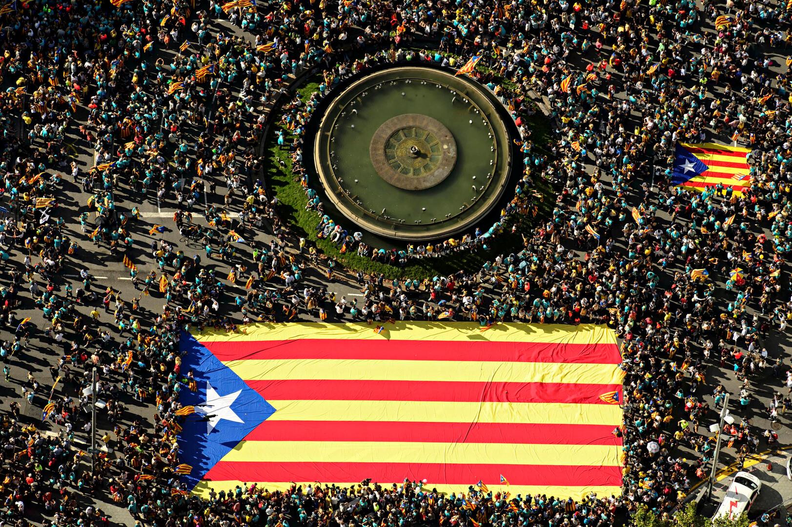 السلطات الإسبانية تعتقل 9 كتالونيين انفصاليين