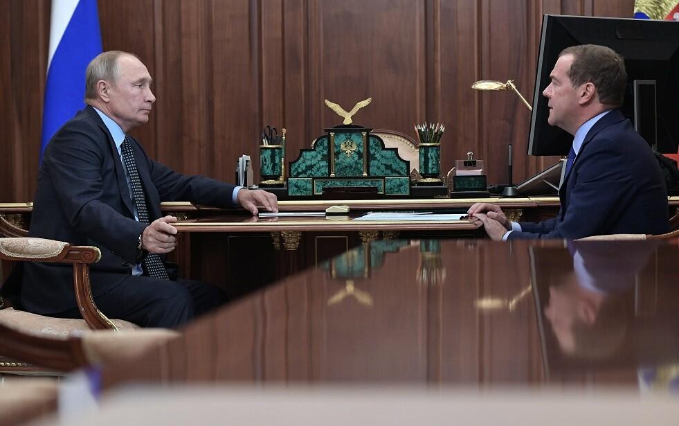 مدفيديف خلال اجتماع مع بوتين: الميزانية ستشهد فائضا خلال السنوات الثلاث المقبلة