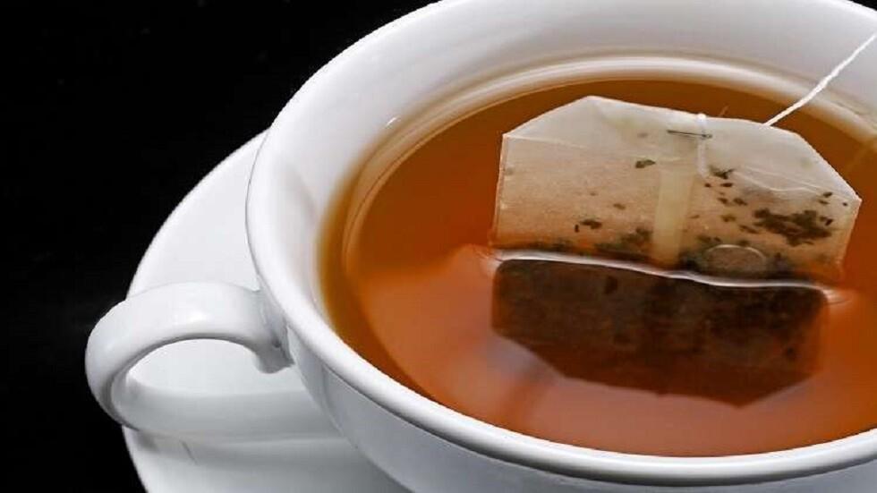 أكياس الشاي تطلق مليارات الجزيئات البلاستيكية في الكوب