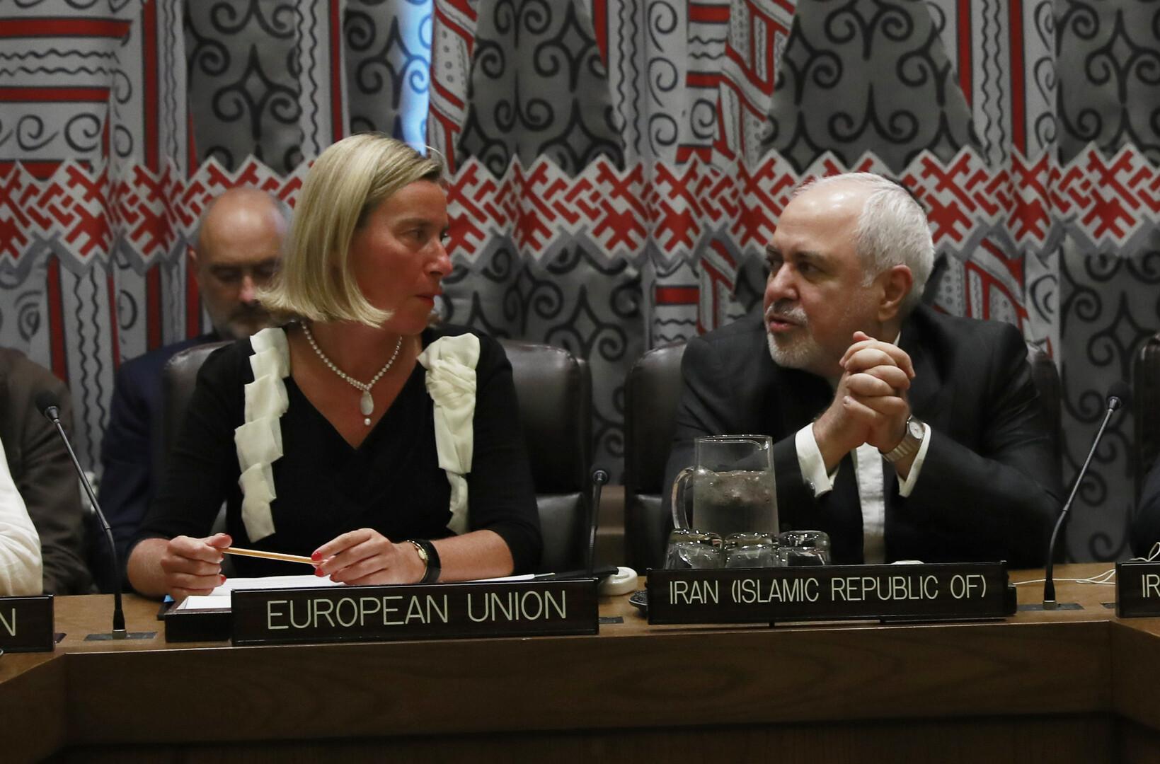 وزير الخارجية الإيراني، محمد جواد ظريف، ومفوضة الاتحاد الأوروبي السامية للسياسة الخارجية، فيديريكا موغيريني، خلال اجتماع للدول المشاركة في الاتفاق النووي مع إيران (نيويورك، 25 سبتمبر 2019)