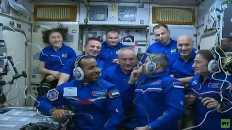 بالفيديو.. استقبال المنصوري في الفضاء وأول مكالمة له مع الأرض