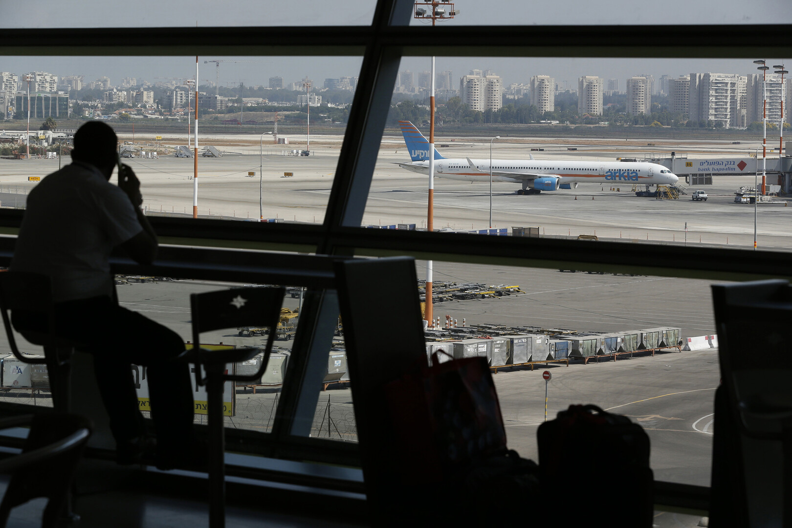 وسائل إعلام عبرية: إسرائيل ترحّل مهاجرين أفارقة إلى مصر