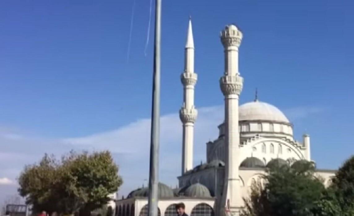 لحظة انهيار منارة مسجد بسبب زلزال اسطنبول