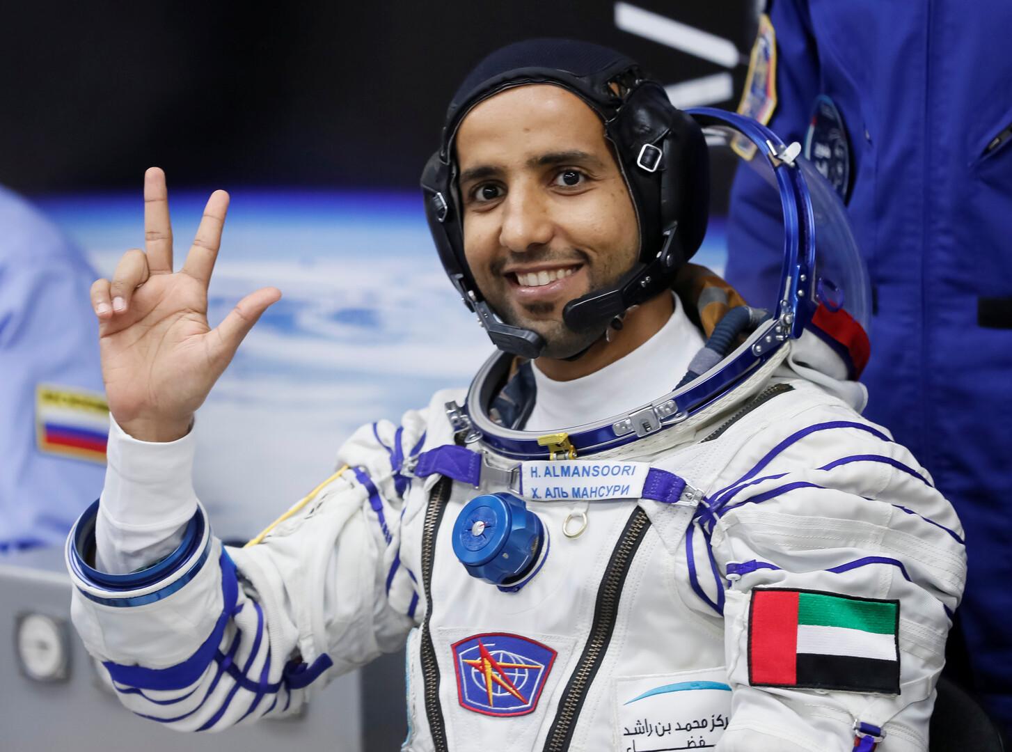 بن راشد يهاتف المنصوري في الفضاء