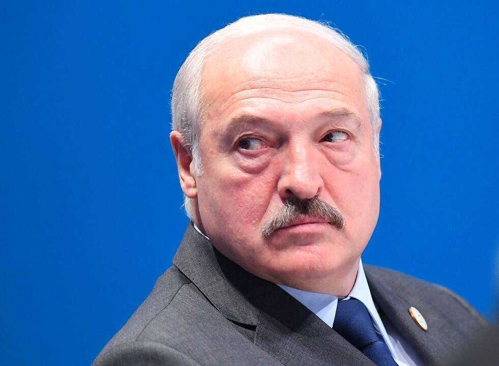 لوكاشينكو يعد بمواصلة استخدام مستحضرات التجميل البيلاروسية فقط