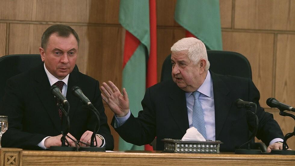وزيرا خارجية بيلاروس فلاديمير ماكيه وسوريا وليد المعلم خلال مؤتمر صحفي مشترك في دمشق (صورة أرشيفية)