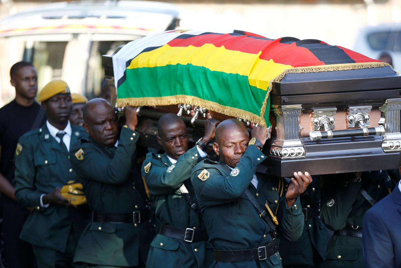 بعد جدل مع الحكومة.. عائلة موغابي تنظم جنازته في منزله الريفي