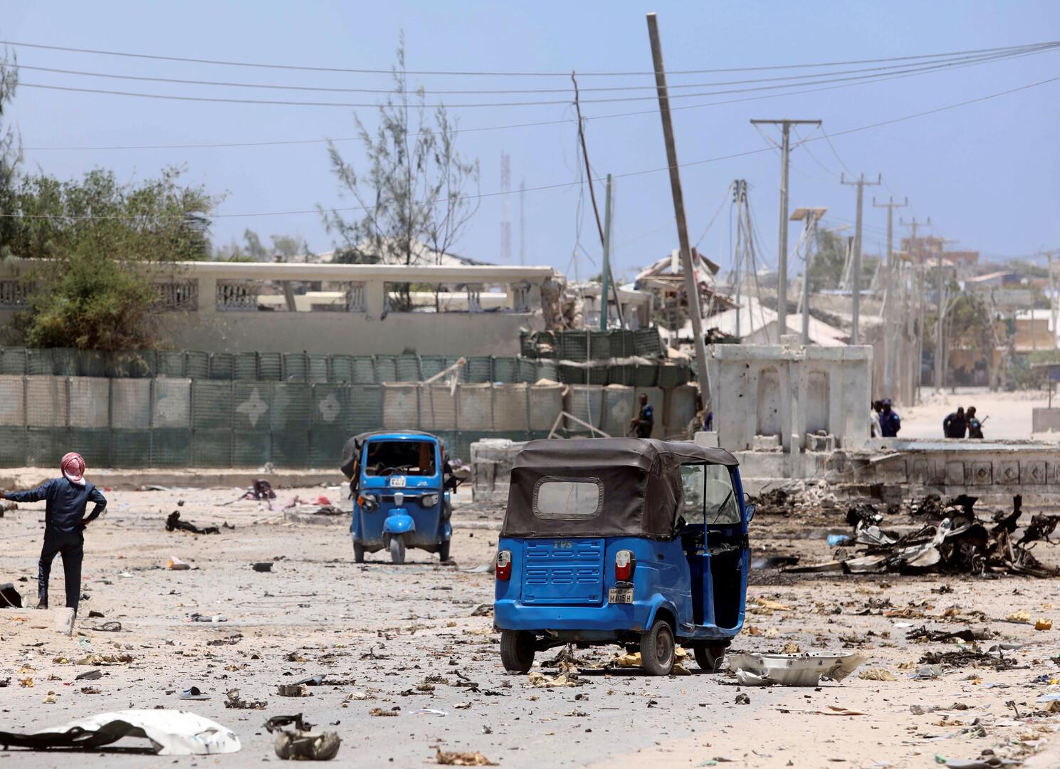 سلسلة تفجيرات تستهدف قاعدة أمريكية وموكبا عسكريا إيطاليا في الصومال