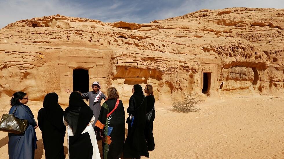 سياح في موقع مدينة الأثري في السعودية - أرشيف