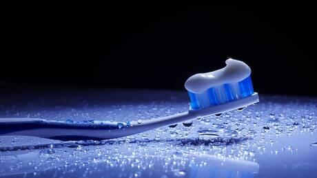 تحذير الرجال من استخدام معجون الأسنان في مكان حساس