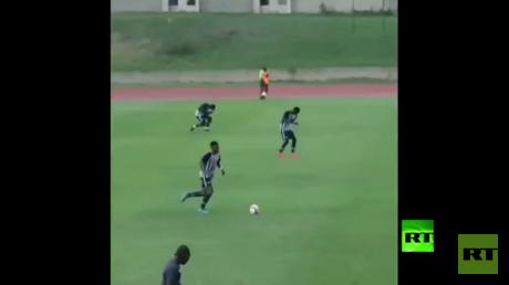 برق يصعق لاعبي كرة قدم خلال التدريبات