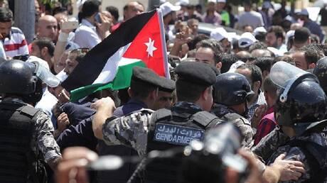إضراب المعلمين يدخل أسبوعه الثالث في الأردن.. وحكومة الرزاز تدعو للحوار