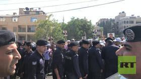 الأردن.. آلاف المحتجين يطالبون باستقالة وزير الداخلية