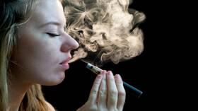 علماء يحذرون من أثر السجائر الإلكترونية على خصوبة النساء