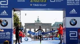 ثانيتان فقط أبعدتا بيكيلي عن الرقم القياسي العالمي بماراثون برلين (فيديو)