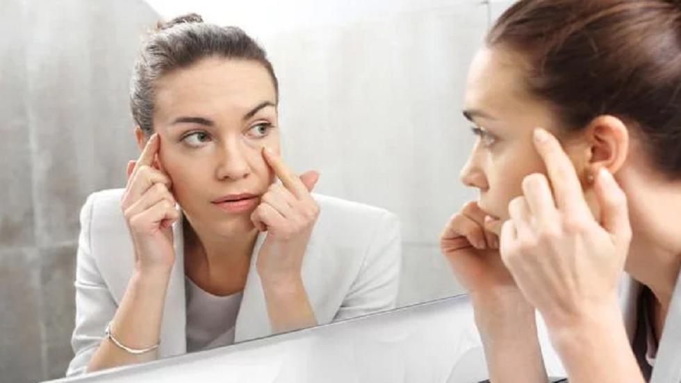 3 علامات تحذيرية على الوجه تدل على نقص فيتامين B12 - RT Arabic