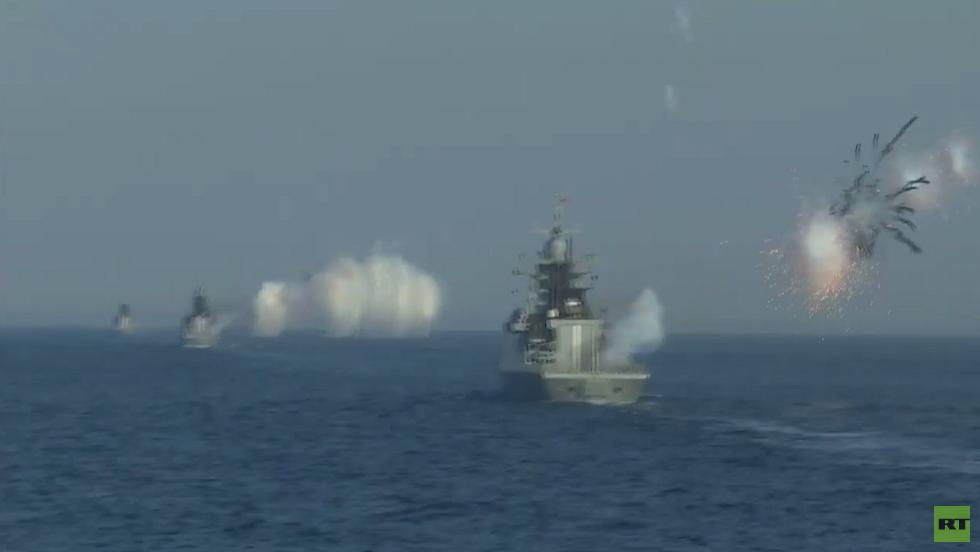 أسطول البلطيق الروسي يصيب سفن العدو ويغرق غواصاته بالذخيرة الحية